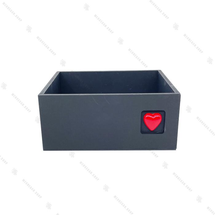 جعبه چوبی مشکی با قلب قرمز سایز متوسط
