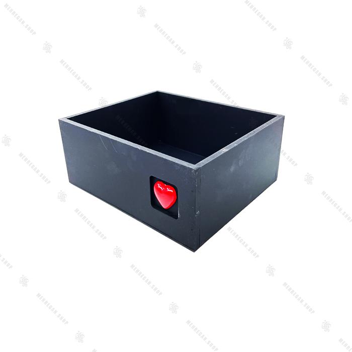 جعبه چوبی مشکی با قلب قرمز سایز کوچک